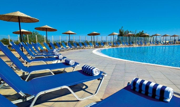 Kipriotis-Panorama-Hotel-&-Suites-Pool-with-sunbeds-and-umbrellas-1